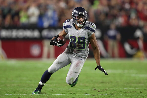 GLENDALE, AZ - OCTOBER 23:  Wide receiver Doug Baldwin #89 of the Seattle Seahawks runs with the football after a reception against the Arizona Cardinals during the NFL game at the University of Phoenix Stadium on October 23, 2016 in Glendale, Arizona. The Cardinals and Seahawks tied 6-6.  (Photo by Christian Petersen/Getty Images)