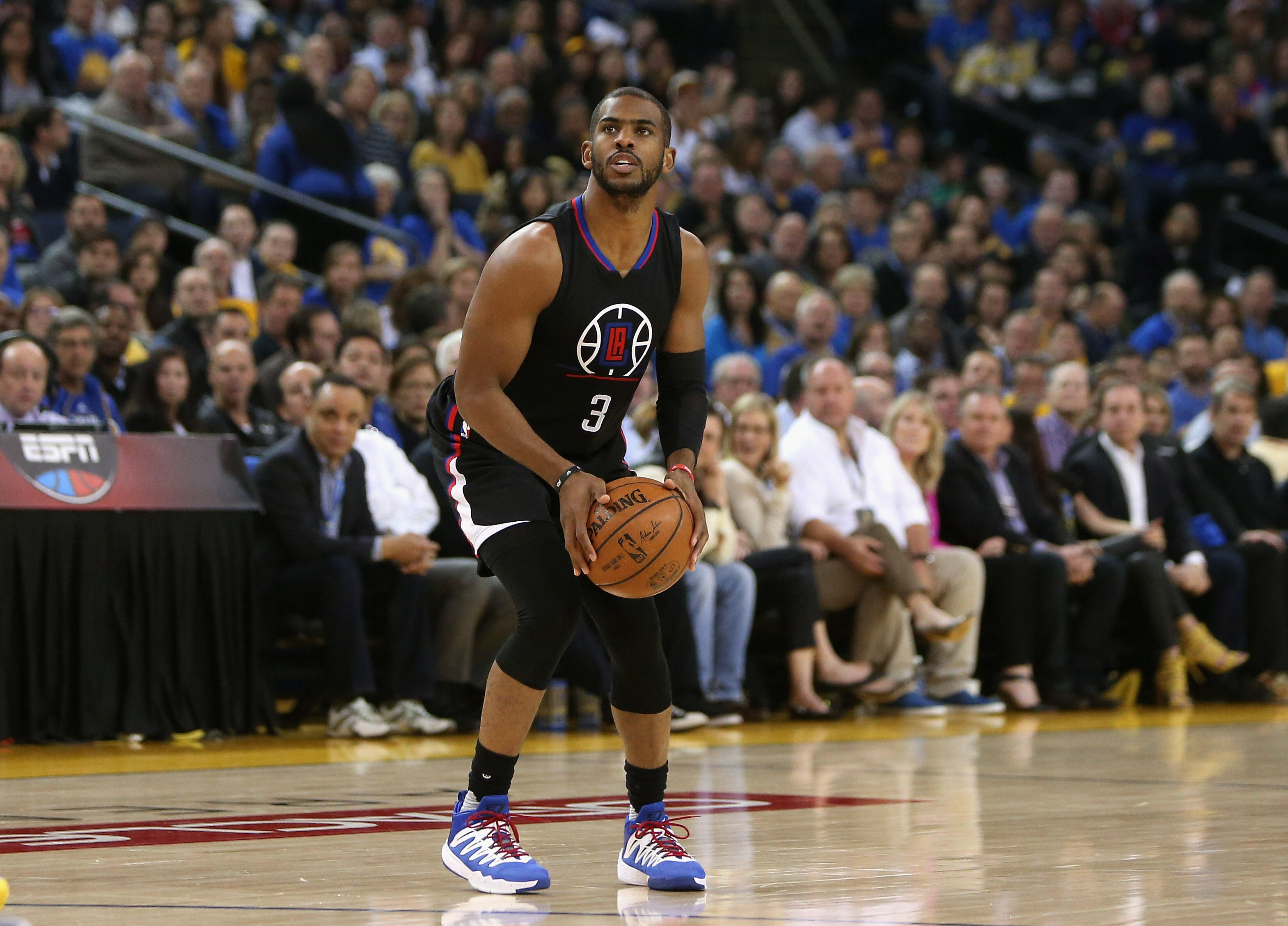 OAKLAND, CA - MARCH 23:  Chris Paul #3 of the Los Angeles Clippers in action against the Golden State Warriors at ORACLE Arena on March 23, 2016 in Oakland, California.  NOTE TO USER: User expressly acknowledges and agrees that, by downloading and or usin