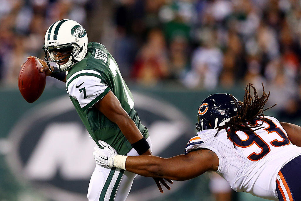 EAST RUTHERFORD, NJ - SEPTEMBER 22:  Quarterback Geno Smith #7 of the New York Jets is pressured by defensive tackle Will Sutton #93 of the Chicago Bears during a game at MetLife Stadium on September 22, 2014 in East Rutherford, New Jersey.  (Photo by Els