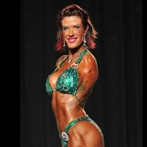 FEMALE BODY BUILDER WITH NO ARMS... HOT OR NOT?