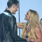 Britney Spears Gets Hot And Heavy With G-Eazy For MTV VMA Performance (VIDEO)