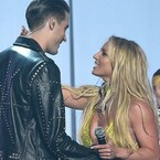 ?Britney Spears Gets Hot And Heavy With G-Eazy For MTV VMA Performance (VIDEO)