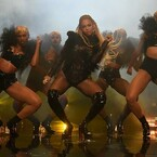 MTV VMA Highlights: Beyonce Nails 'Lemonade' Medley, Drake Gushes About Rihanna & More