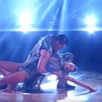 Jana Kramer Steals the Show Despite Injury (VIDEO)