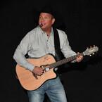 Garth Brooks Trades Fan A Guitar For M&Ms (VIDEO)
