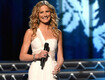 Jennifer Nettles To Host CMA Country Christmas