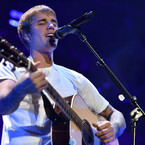 Justin Bieber Covers 'Fast Car' & Performs Gorgeous Acoustic Version Of 'Cold Water' (VIDEOS)