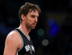 Pau Gasol fractures hand during warm-ups