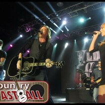 T. Swift joins FGL on stage!