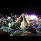 15,000 People Play Seven Nation Army At Once
