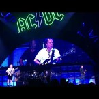 """Axel and AC/DC perform """"Live Wire"""" first time since 1982"""