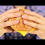 WATCH THIS! Eating a Hamburger THE RIGHT WAY!