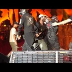 Corey Taylor takes bad fall on stage
