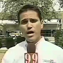 Reporter can't say his name without moving his head