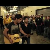 Dan + Shay surprise fans waiting in line