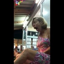 A Woman Freaks Out During a 'Fish Pedicure'