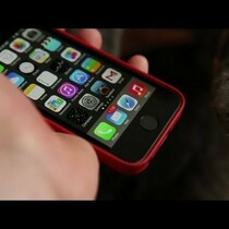 Watch a Cat's Paw Unlock the iPhone 5s Using Touch ID and Fingerprint Sensor