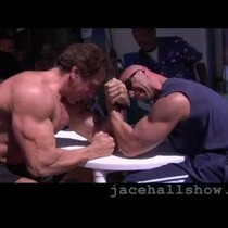 Guy arm wrestles with Lou Ferrigno (AKA The Hulk)