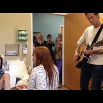 Florence and the Machine Visit Cancer Stricken Teen in Hospital When She Couldn't Attend Concert (VIDEO)