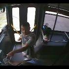 [VIDEO FUERTE] Policia Le Dispara A Hombre Que Intento Secuestrar Un Bus.