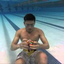 3 Rubik's cubes solved in 1 minute .. underwater!