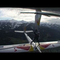 Un Real Stunt...Watch as this Guy Goes From One Glider to Another Mid Flight!?!?