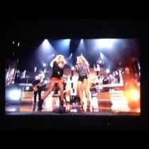 VIDEO: Miranda + Carrie DUET on Billboards