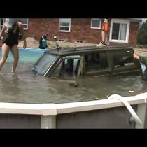 WATCH - Jeep vs. Above-Ground Pool