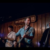 Dierks Bentley's Daughters Join Him On Stage