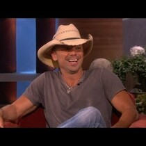 Kenny Chesney's WILD joke on Ellen