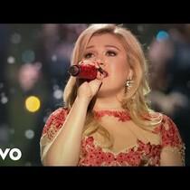 Kelly Clarkson's Festive Video for