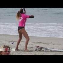 VIDEO: This Is How Surfers Warm Up?
