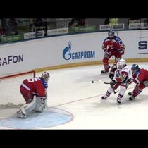 Hockey Player Make an Impressive Puck Juggling Goal