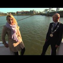 Reporter falls in the river while interviewing the Mayor...ooops!
