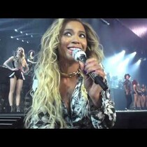 WATCH: Beyonce Stops Her Show To Address An Excited Fan!!