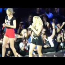 Taylor Swift Joined Ellie Goulding on Stage