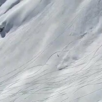 Spectacular Avalanche Escape!