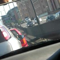 VIDEO: Bored in traffic strangers play