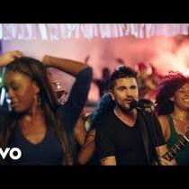Qué piensas? Juanes conseguido dinero de Pepsi para que el logo estuviera en el vídeo?