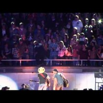 [WATCH] Luke Bryan and Jason Aldean Trying to Help a Drunk Fan!