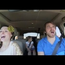 Parents lip-sync to FROZEN soundtrack
