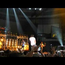 Jake Owen jumps and splits