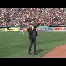 Neil Diamond Performs