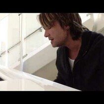 Keith Urban Sings Musical Tribute to George Jones [Video]