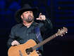 Garth Brooks serenades 89 yr old woman on her bday