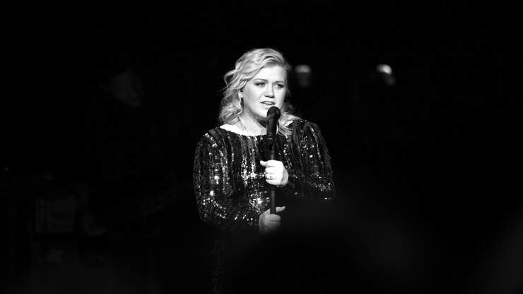 Kelly Clarkson Beautifully Cover's Debbie Gibson's 'Lost In Your Eyes'