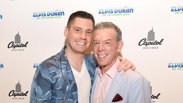What Happened When Elvis Duran And Alex Were Approached By Swingers?