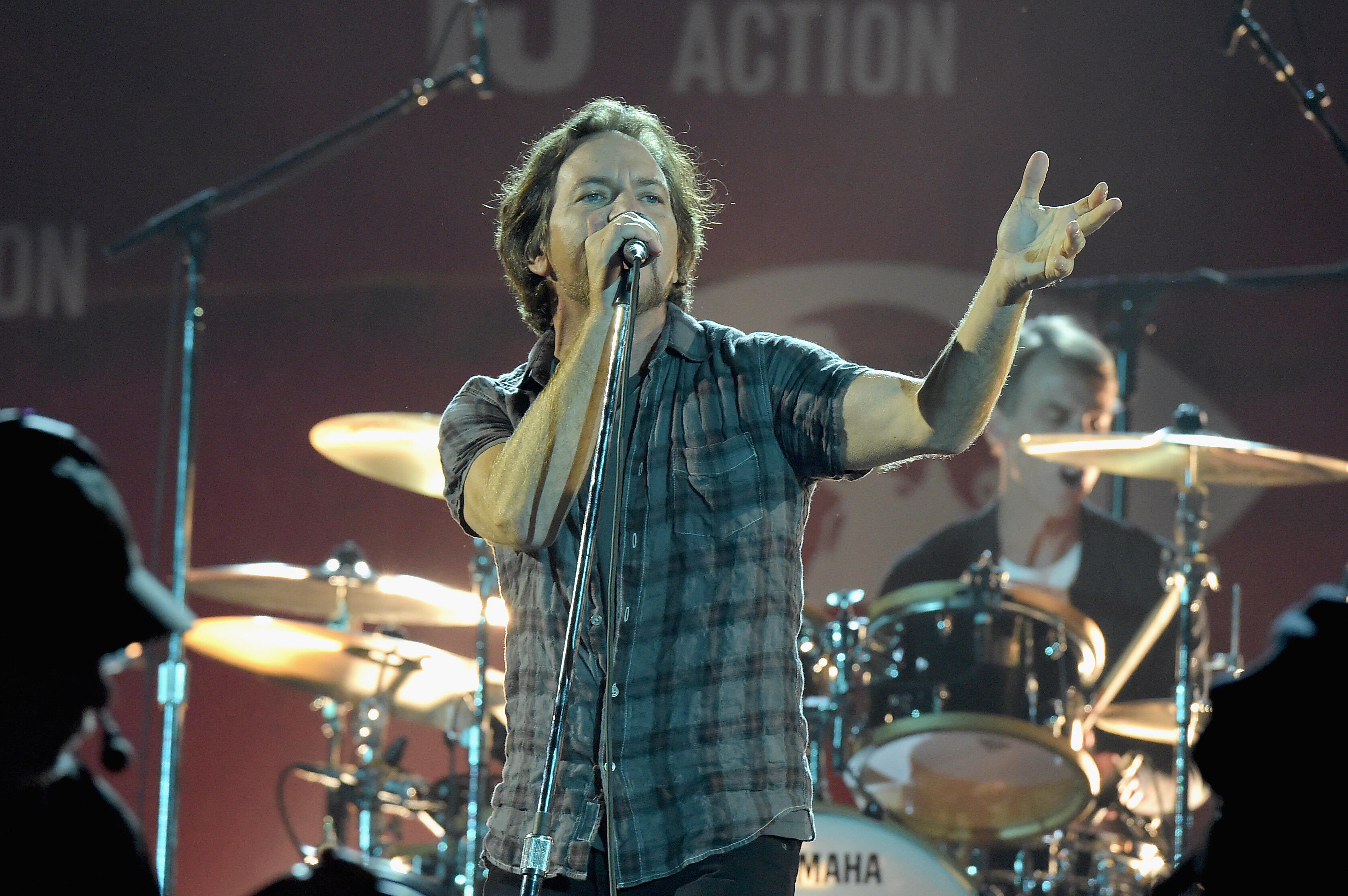 Music: Pearl Jam, Metallica Plays Surprise Show, Liam Gallagher, and More!