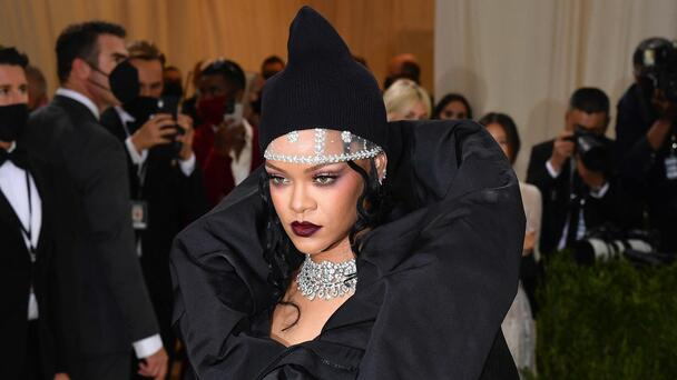 Rihanna Accused Of Spreading STD and Hooking Up With Travis Scott