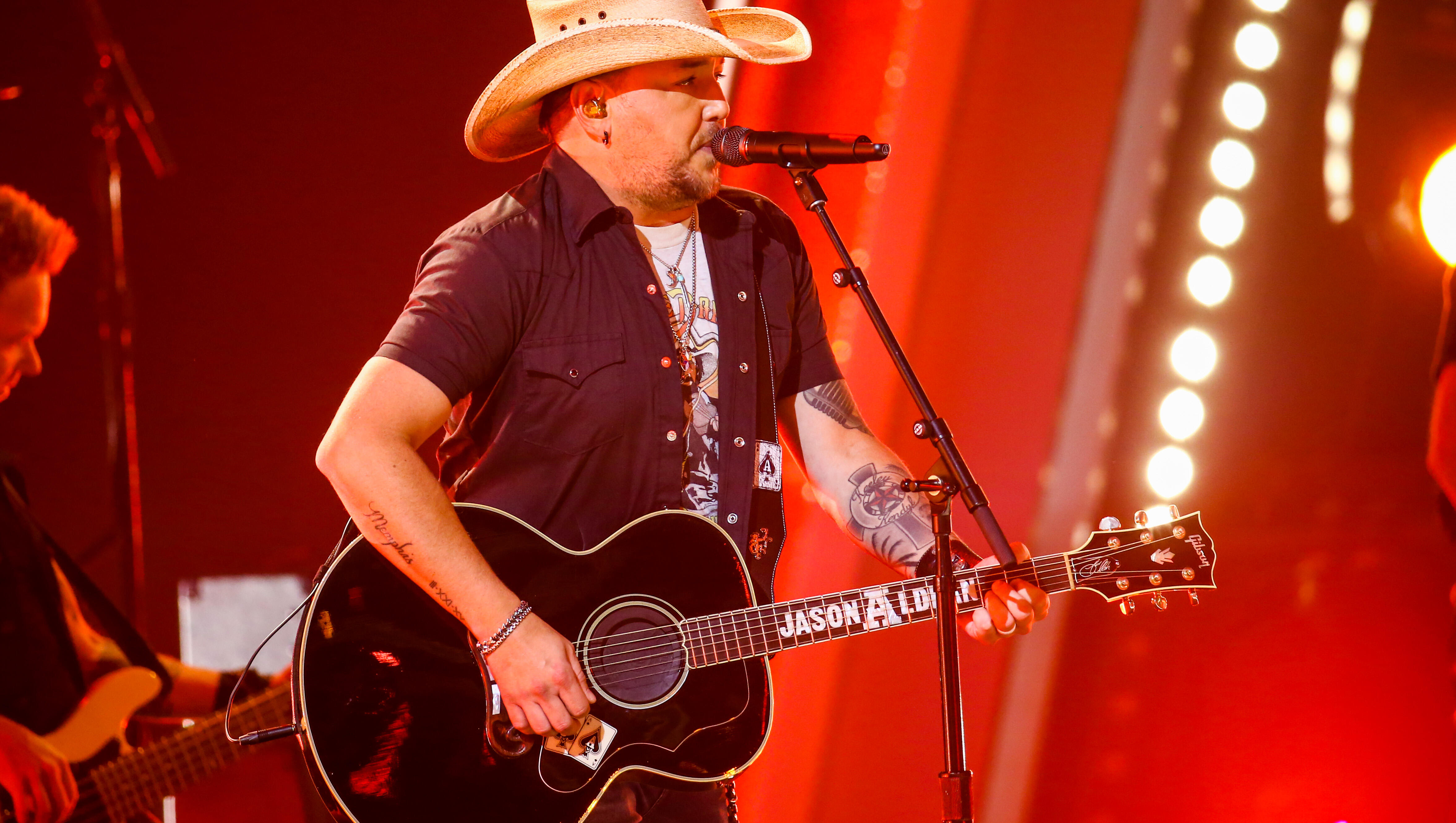 """""""This isn't how America & being free works."""" Jason Aldean's Mad & Should Be"""